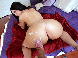 Fat booty sexy babe Ava Alvares sucks..